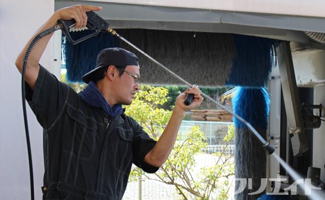 レンタル建機や機材の洗浄作業