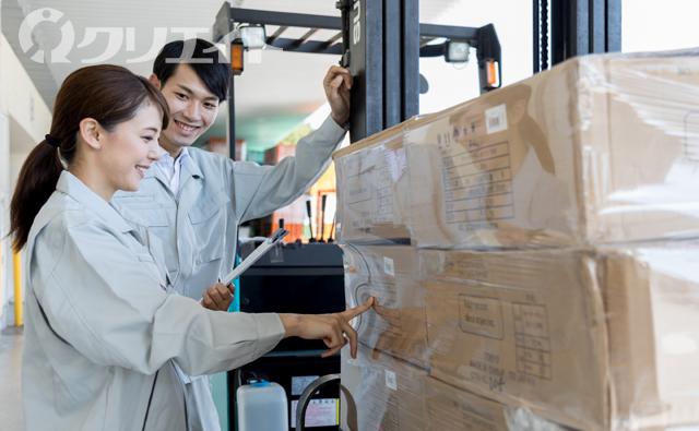 製品をフォークリフト運搬で在庫管理